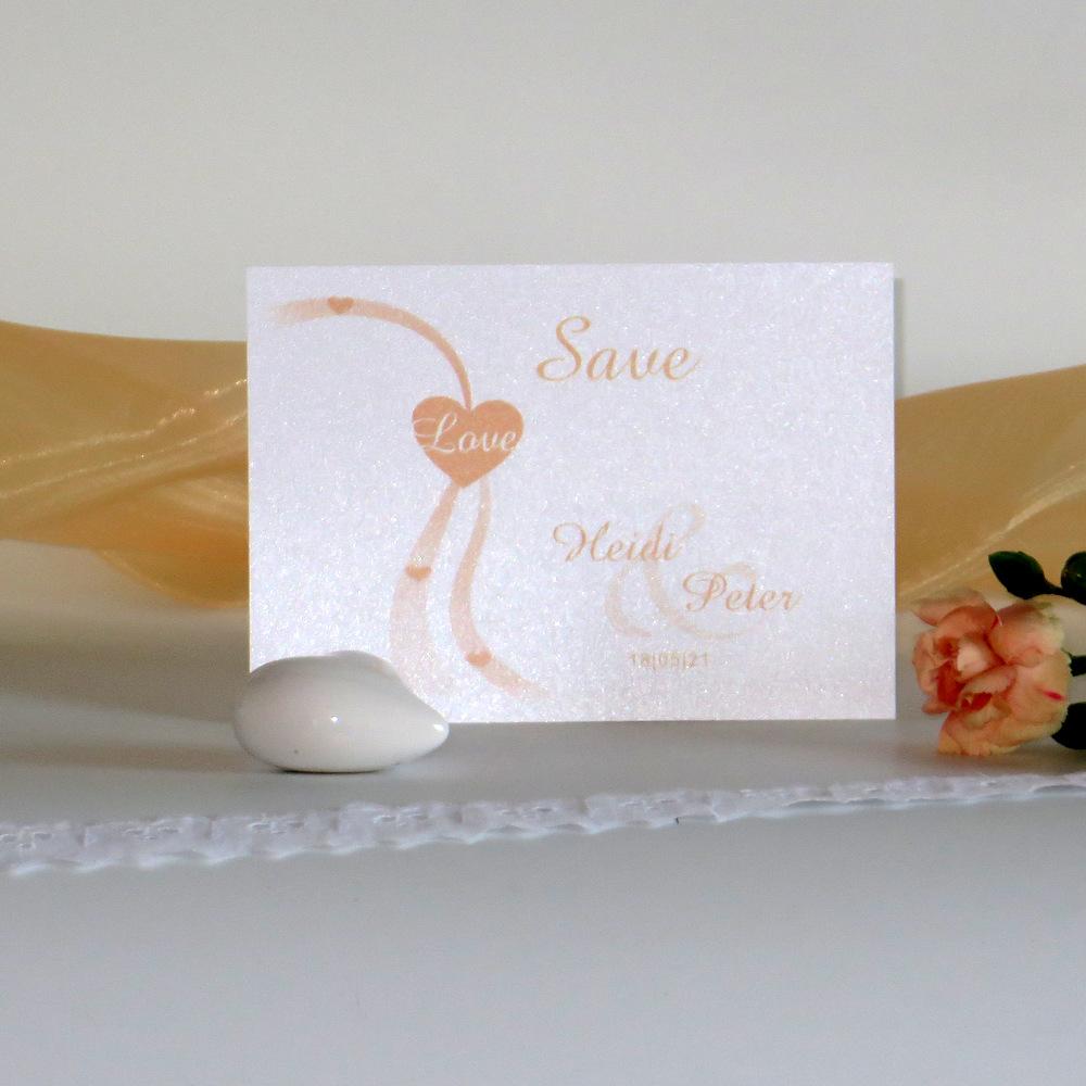 Zauberhaft in apricot bedruckte Save-the-Date-Karte für die Hochzeit.