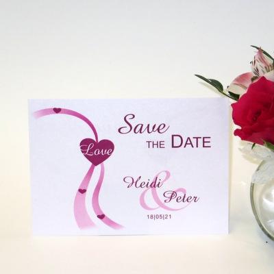 Pink-Weiße Save-the-Date-Karte mit einem aktuellen Motivdruck.
