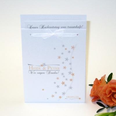 Hochzeitsdanksagung mit kleinen Blumen in apricot.