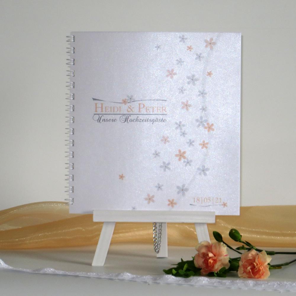 Blumen in apricot und grau lassen das Gästebuch zauberhaft wirken.