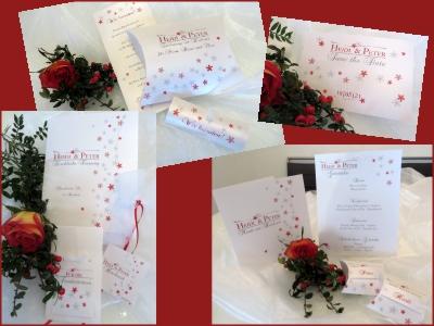 Edle Hochzeitskarten mit zartem Blumendesign in rot
