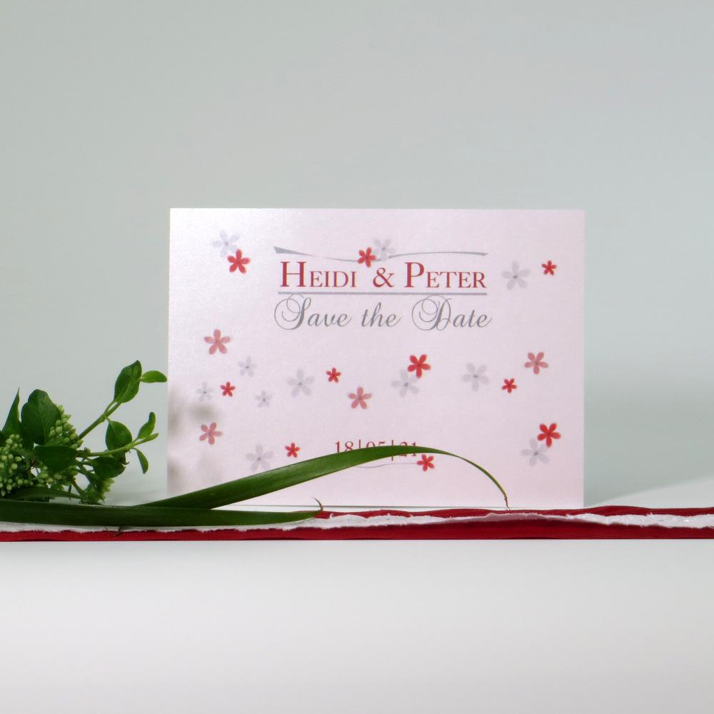 Hochzeitsankündigung in rot und grau im Postkartenformat