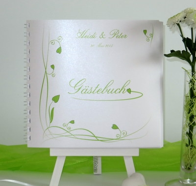 Hochzeitsgästebuch in frischem grün mit Ranken