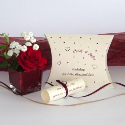"""Hochzeitseinladungsbox """"Dots"""" rot"""