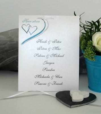 Gruppentischkarte in türkis mit Herzen
