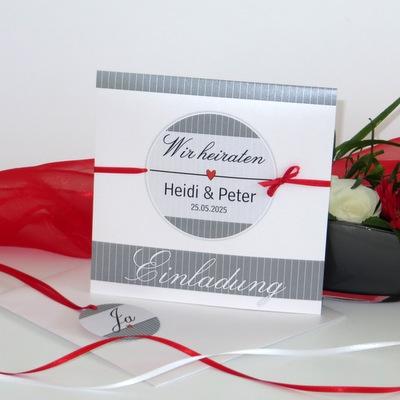 """Hochzeitseinladung mit Anhänger """"Stripes"""" rot & grau"""