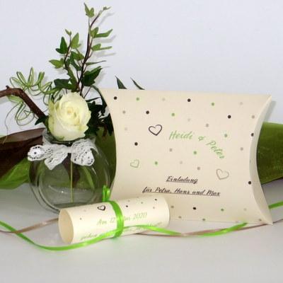 """Hochzeitseinladungsbox """"Dots"""" grün"""
