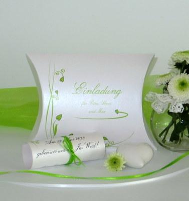 Hochzeitseinladung in ausgefallener Form einer Box in grün