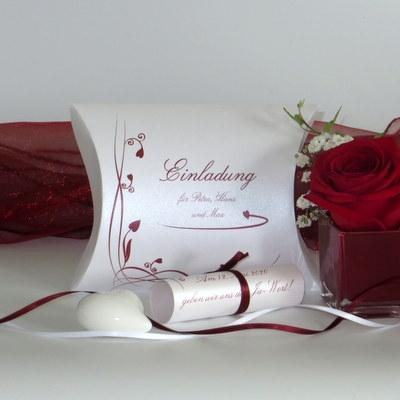 """Hochzeitseinladungsbox """"Loop"""" rot"""