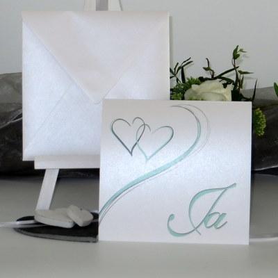 Hochzeitseinladung mit Herzen in mint und grau