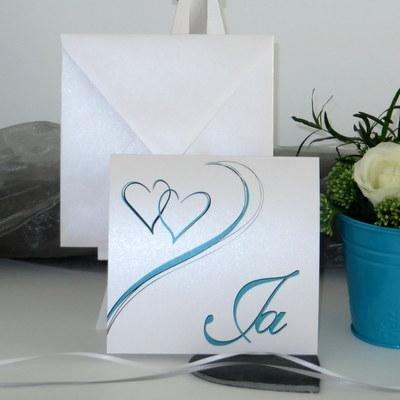 Hochzeitseinladung mit Herzen in türkis