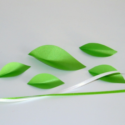 Blätter aus Papier in grün