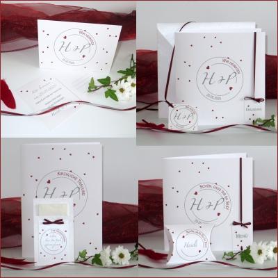 Effektvolles Kartenset zur Hochzeit mit Herzchen in bordeauxrot