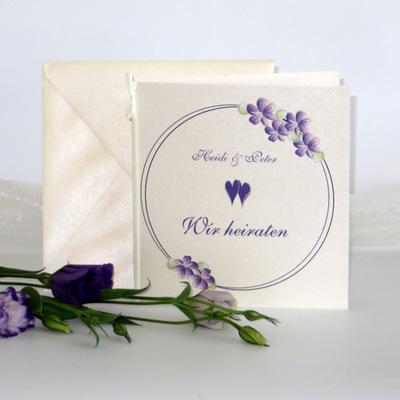 """Hochzeitseinladung """"Blumenkranz"""" lila"""