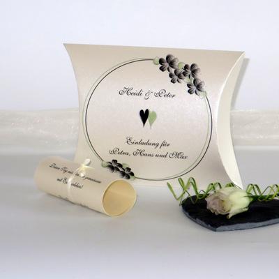 """Hochzeitseinladungsbox """"Blumenkranz"""" schwarz"""