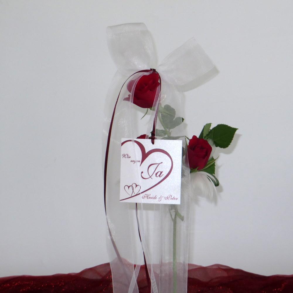Hochzeitsschleife im Design Herzschlag in rot