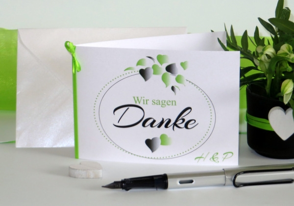 Dankeskarten für eine Hochzeit mit einem modernen Design in grün. Edel und trendy.