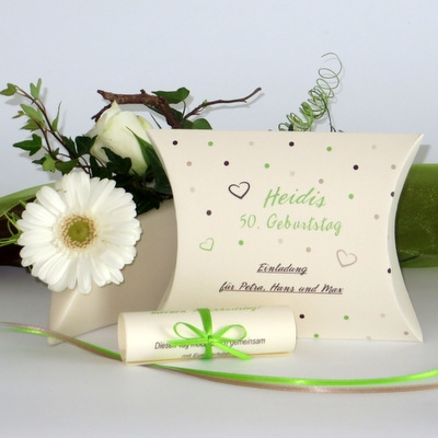 Besondere Geburtstagseinladung in Form eine Box mit Schriftrolle