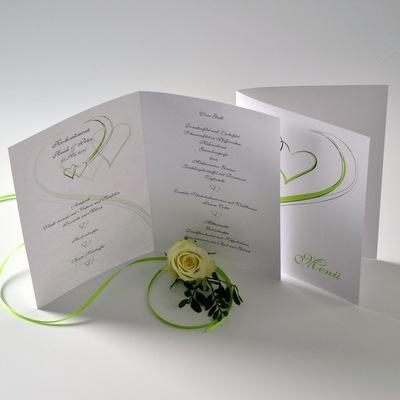 Menükarte mit einem Hochzeitsdesign in grün.