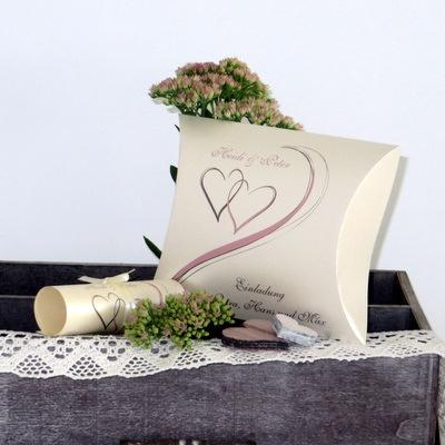 Hochzeitseinladung mit dem gewissen Etwas in romantischen Farben.
