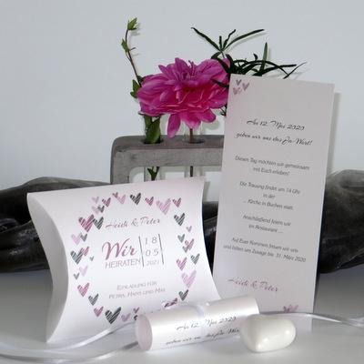Hochzeitseinladung mit Schriftrolle: Ausgefallene Hochzeitseinladung als Einladungsbox