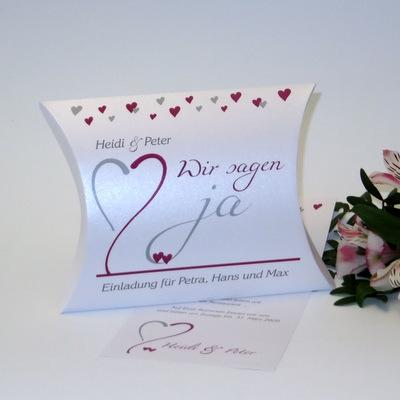 Hochzeitseinladung in besonderer Form mit einem herzigen Design in Pink.