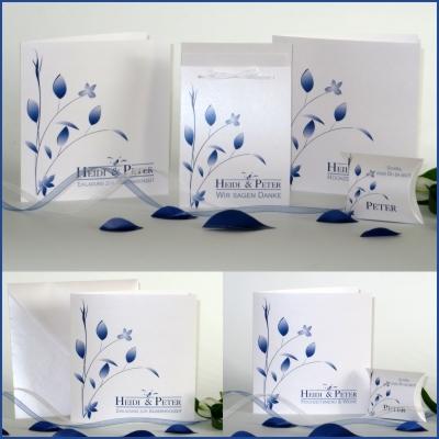 Einladungskarten und mehr in blau und weiß für eine elegante Silberhochzeit.