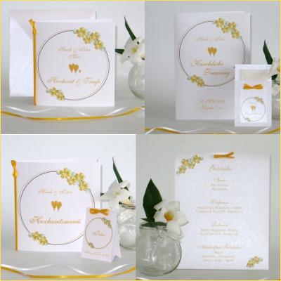 Traufkarten mit gelben Blumen und Bändern. Sommerlich und frisch sind die Karten für die Hochzeit mit Taufe.