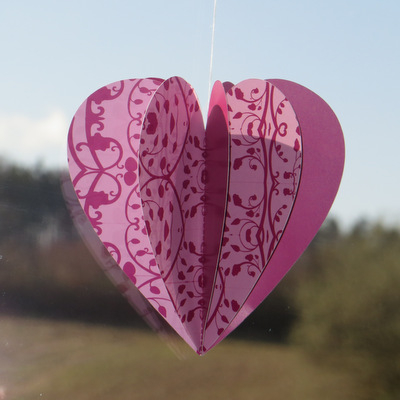 Herzhänger modern mit floralen Elementen in pink.