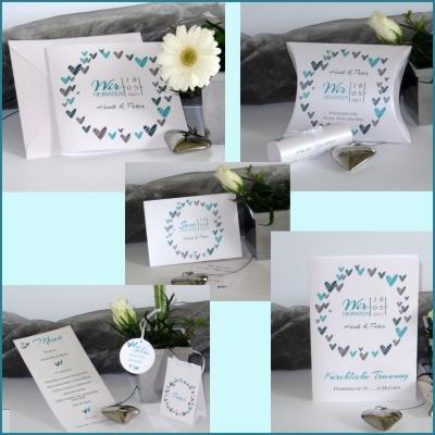 Hochzeitskarten mit türkisen Details und vielen Herzen.