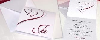 Besondere Hochzeitseinladungen mit einem Herzdesign in rot.