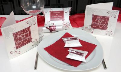 Besondere Geburtstagspapeterie mit einem Design in rot.