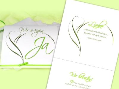 Moderne Hochzeitseinladung mit einem kreativen Design in grün und weiß.