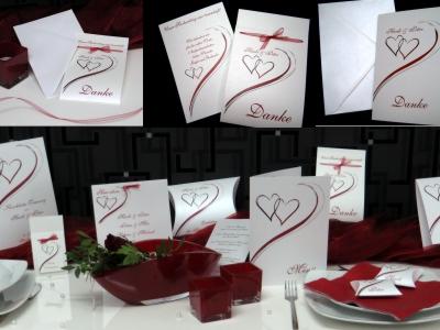 Moderne Hochzeitskarten - von der Einladung bis zur Dankeskarte mit einem Herzdesign in bordeauxrot.