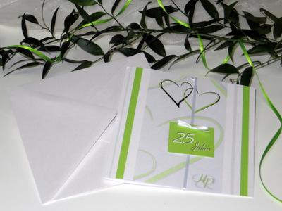 Stilvolle Einladungskarte zur Silberhochzeit in frischem grün.