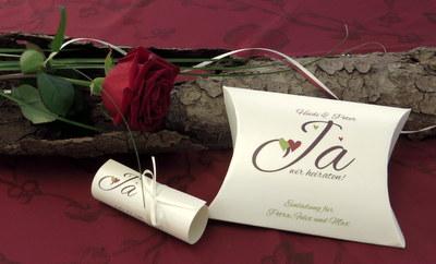 Hochzeitseinladung mal anders! Eine ausgefallen Einladungsbox in creme.