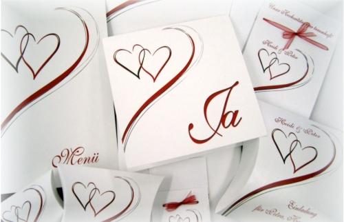 Moderne Hochzeitskarten mit einem Design in rot und weiß.