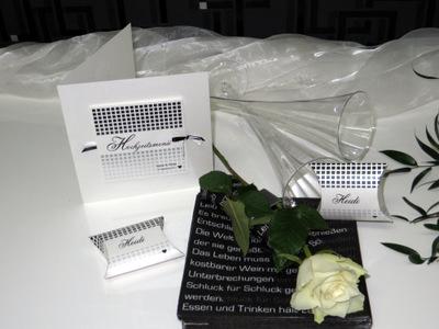 Ausgefallene Hochzeitskarten in schwarz und weiß.