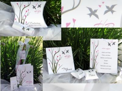 Hochzeitskarten mit Vögeln und pinken Details.
