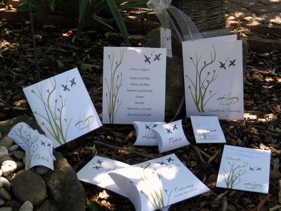 Hochzeitskarten romantisch dekoriert.