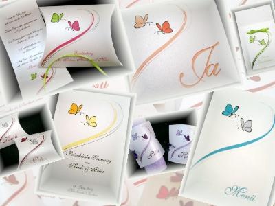 Hochzeitseinladungen und passende Tischkarten, Menükarten und mehr mit süßen Schmetterlingen.