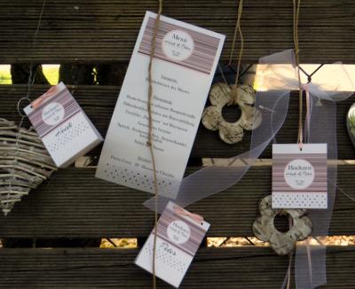 Außergewöhnliche Hochzeitskarten mit einer ansprechenden Dekoration