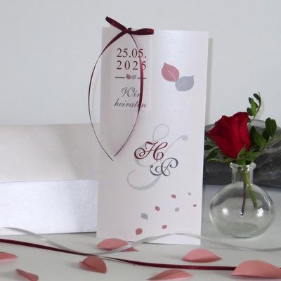 Hochzeitskarte mal anders. Design und Form sind modern und ausgefallen.