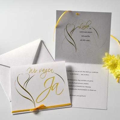 Besondere Hochzeitseinladungen mit gelber Blüte