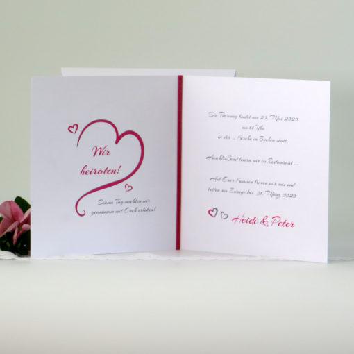 Hochzeitseinladung mit viel Text auf der Innenseite.
